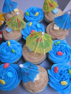 Beach Cupcakes Birthday researched and the tan ones were sprinkled with grahm crackers and then she topped them with little fish candies, use plain white holders nd buy lil umbrellas! Beach Theme Cupcakes, Tropical Cupcakes, Cute Cupcakes, Themed Cupcakes, Birthday Cupcakes, Birthday Fun, Birthday Parties, Hawaiian Cupcakes, Summer Cupcakes