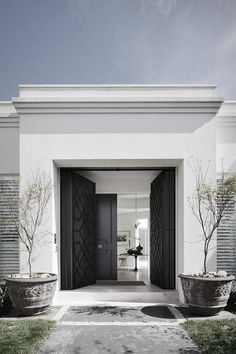 ✤ Exquisite entry. Beautifully detailed black doors.