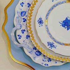 Desejo do dia: esse mix de azuis com porcelanas de Anna Weatherley  #olioliteam #oliolilifestyle #porcelain #mesaposta #tableware #vestiramesa #latabledegiselle