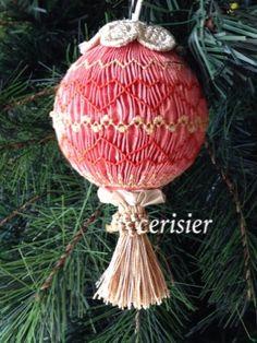 smocked ornament スモッキングのクリスマスボールです。