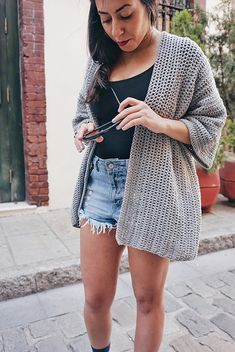 I am so happy to finally be able to show you the latest pattern I released, the Roxy Cardigan - the perfect cardigan for the lighter and warmer days! I decided to make this cardigan in a soft cotton a Gilet Crochet, Crochet Coat, Crochet Cardigan Pattern, Crochet Jacket, Cute Crochet, Crochet Scarves, Crochet Clothes, Crochet Patterns, Crochet Sweaters