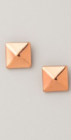 pyramid stud earrings. Here they are in gold!