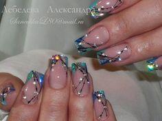 Ongles décorés avec des strass (bleu et vert)