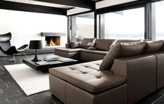 Cosy atmosphere with a beautiful brown leather sofa and the black Imola chair.