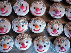 Cupcakes as clowns Cupcakes as clowns The post Cupcakes as clowns appeared first on Kindergeburtstag ideen. Cupcakes as clowns Breakfast Party, Healthy Breakfast Muffins, Egg Recipes For Breakfast, Breakfast On The Go, Clown Cupcakes, Clowns, Healthy Cupcakes, Oreo Pops, Blue Berry Muffins