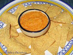 No me gusta mucho las salsasindustrialespor lo que no suele comprarlas, prefiero hacerlas en casa así que desde que conocí cómo hacer la salsa de nachos casera la he hecho varias veces bien como acompañamiento de la comida Tex-Mex bien como picoteo. &