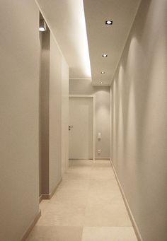 Not exactly, but …- indirect lighting … - Beleuchtung Plaster Ceiling Design, House Ceiling Design, Ceiling Design Living Room, Ceiling Light Design, Interior Design Living Room, Ceiling Lights, Corridor Lighting, Cove Lighting, Indirect Lighting