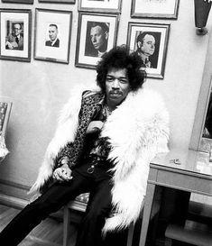 The incomparable James Marshall Hendrix at the height of his fame Jimi Hendrix Quotes, Jimi Hendrix Guitar, Jimi Hendrix Poster, Jimi Hendrix Woodstock, Rock Music, New Music, Jimi Hendricks, Historia Do Rock, Celine
