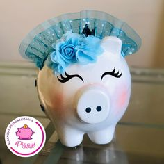 Piggy Queen Blue💙 Nuestro Premio para @rossca3 💖 𝑨𝒍𝒄𝒂𝒏𝒄𝒊𝒂𝒔 𝑷𝒆𝒓𝒔𝒐𝒏𝒂𝒍𝒊𝒛𝒂𝒅𝒂𝒔 𝑷𝒊𝒈𝒈𝒚𝒔. 🐽 👇🏻👇🏻👇🏻 ⭐️Alcancías Personalizadas, pintadas a Mano 100%… Pig Baby Shower, Baby Pigs, Piggy Bank, Mini, Cute, Crafts, Ideas, Marriage Anniversary, Craft