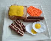 Fun felt food from an Etsy seller. Great for a kitchen playset!