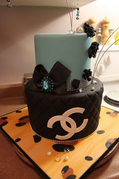 Shee shee cake by Andrea's SweetCakes, via Flickr