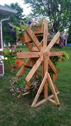 DIY Wooden Planter Box is part of Diy wooden planters - Click Pic for 20 DIY Garden Ideas on a Budget DIY Backyard Ideas on a Budget for Kids Backyard Projects, Diy Wood Projects, Garden Projects, Backyard Ideas, Garden Ideas, Furniture Projects, Furniture Online, Garden Tips, Pallet Furniture