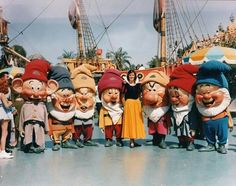 Let's be honest, all those Dwarfs are frightening, but Dopey (on the far left) is definitely out for blood. 16 Vintage Disney Parks Character Photos That Will Make Your Skin Crawl Old Disney, Disney Love, Disney Magic, Disney Stuff, Disney Ideas, Disneylândia Vintage, Creepy Vintage, Disneyland Photos, Vintage Disneyland