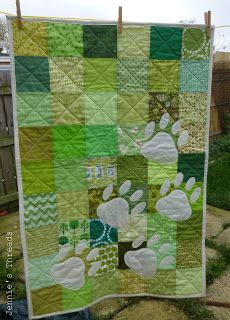 Jennie's Threads: Bloggers Quilt Festival (and a finish) [Baby Paws]  Change it into Puppy Paw prints for the back of a dachshund quilt