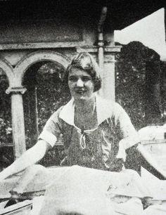 Zelda in 1925 Authors, Writers, Sherwood Anderson, Scott And Zelda Fitzgerald, Paris 1920s, Portrait Art, Portraits, Feminine Face, The Fitz