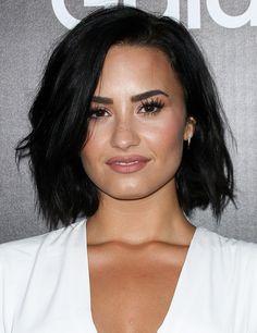 Demi Lovato Kinnlange Schwarze Haare Praktische Und Schöne Frisur