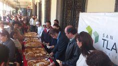 7 de Enero de 2013 - Tengo el enorme gusto de compartir la Rosca de Reyes con los ciudadanos en la Presidencia Municipal, vamos a ver si nos toca el muñequito.
