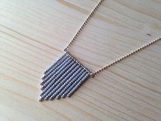 Collier Navajo perles rocailles grises et argentées : Collier par obleue