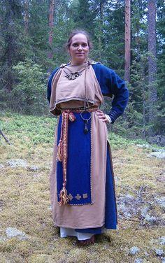 viking age peplos style overdress. 11th cent... It's vastly ignored by most people interested in Vikings and Rus cultures, how much of it was a part of the culture in Finnland... And still is! Their culture, and of course that of the Sami people, are the oldest in Europe, dating back 5 to 10.000 years! It's disgusting how judeo-christianity has replaced our own ancient cultures with the abrahamaic ones, from the near east!
