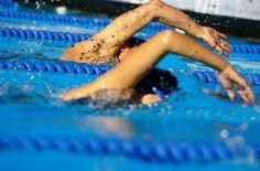 #упражнения#плавание#отжимания#спортэтосила#фитнес #тренировки #Спортлайф #Витаспорт  Программа тренировок кролем 1800м  Разминка  300м Кроль  200м Любые разогревающие упражнения из индивидуального комплексного плавания 100м Любым стилем на выбор  Основная часть Кроль на груди: 4 сета по 100м кролем, отдых между сетами 30 секунд.  Кроль на спине: 100м в качестве разминки 100м тренировка удара ногами 100м другие упражнения 4х50м, отдых 75 сек. 4х25м, отдых 45 сек. 100м тренировка гребков…
