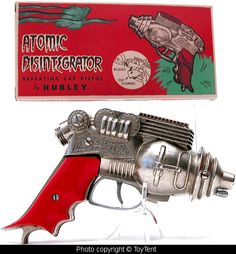 The granddaddy of ray guns: the Hubley Atomic Disintegrator, circa 1954 Steampunk Weapons, Sci Fi Weapons, Retro Robot, Retro Toys, Vintage Space, Vintage Ads, Modern Toys, Space Toys, Retro Futuristic