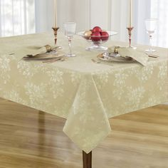Metallic Holiday Oblong Tablecloth