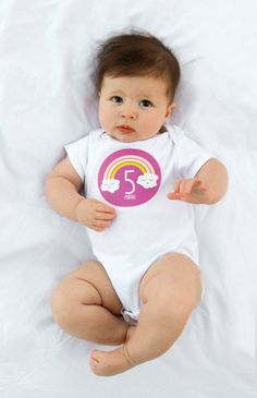 Bebé mensual etiqueta body Girl Rainbow meses por LucyDarlingShop Baby Stickers, Onesies, Etsy, Kids, Clothes, Fashion, Trends, Bebe, Young Children