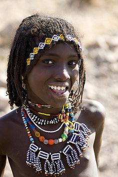 Afar girl with sharpened teeth smiling, Danakil, Ethiopia. Afar people are closely related to Oromo (khemetic/Cushitic people). Beautiful Children, Beautiful People, Costume Ethnique, Eric Lafforgue, African Tribes, African Countries, Portraits, African Culture, African Beauty