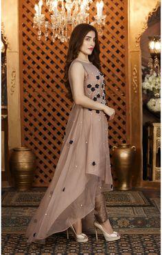 Stylish Dresses For Girls, Stylish Dress Designs, Dress Neck Designs, Designs For Dresses, Girls Dresses, Pakistani Fashion Party Wear, Pakistani Dresses Casual, Pakistani Wedding Outfits, Pakistani Dress Design