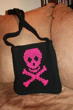 I am sooo making this..crochet skull purse pattern :))