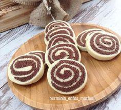 Enfes kıyır kıyır kurabiye yapalimmi hemde iki renkli olsun hem sunumu hoş hemde yapımı kolay