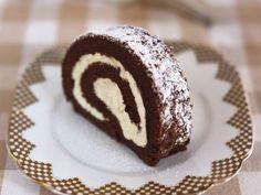 Ein Stück Schoko-Sahne-Rolle ist ein Rezept mit frischen Zutaten aus der Kategorie Biskuitrolle. Probieren Sie dieses und weitere Rezepte von EAT SMARTER!