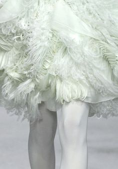 givenchy haute couture spring/summer 2008 / on TTL Design Feather Fashion, Flower Fashion, Couture Fashion, Runway Fashion, Women's Fashion, Givenchy, Lavandula, Fashion Details, Fashion Design