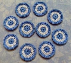 Escarapela Argentina redonda a crochet Crochet Rug Patterns, Crochet Motif, Crochet Yarn, Crochet Buttons, Crochet Cross, Diy And Crafts, Crochet Earrings, Applique, Sewing