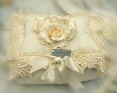 Cuscino porta gioielli in stile shabby chic. Idee per #matrimonio #wedding #planner. www.corinneshop.com