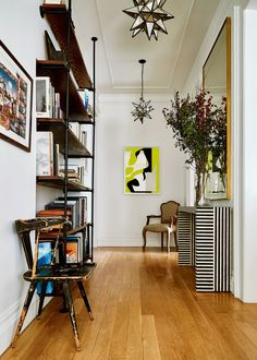 Photographer Noe DeWitt's Eclectic New York Apartment - Architectural Digest Eclectic Living Room, Living Spaces, Work Spaces, Small Spaces, Modern Contemporary Living Room, Contemporary Kitchens, New York Apartments, Foyer Decorating, Apartment Interior
