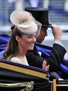 Prince William and Kate take a carriage ride after the Queen's Jubilee Service