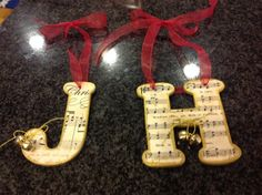 Need inspiration for music-themed gifts for music students? Below are photos submitted by piano teachers just like you! From Liz Hurst from Tooele, Utah: Here is my little ornament I did this year… Music Christmas Ornaments, Teacher Ornaments, Christmas Diy, Diy Ornaments, Christmas 2017, Piano Crafts, Music Crafts, Music Decor, Diy Crafts
