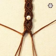 Macramotiv macrame knotted bracelet tutorial DIY how to knotting instructions step-by-step migramah Macrame Bracelet Diy, Diy Leather Bracelet, Bracelet Knots, Knotted Bracelet, Bracelet Crafts, Micro Macrame Tutorial, Macrame Bracelet Tutorial, Diy Friendship Bracelets Patterns, Macrame Bracelet Patterns