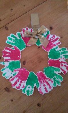 Knutselen met baby's : kerstkrans van de handjes