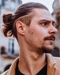 15 Best Man Bun Undercut Hairstyles - Men's Hairstyle Tips #undercut #undercuthairstyle #undercutfade #mensundercut #manbun #manbunundercut #mandbunfade #manbunbraids #lowfade #highfade #skinfade Faux Hawk Hairstyles, Man Bun Hairstyles, Men's Hairstyle, Thick Hair Styles Medium, Long Hair Styles, Man Bun Undercut, Fohawk Haircut, Beard Line, Braided Man Bun