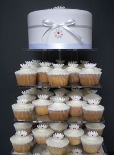 Simple Daisy Wedding Cupcakes