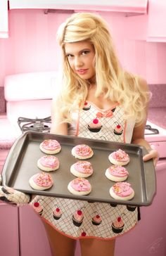 Only chanel west coast can make baking cupcakes look steamy Channel West Coast, Rob And Big, Reed Game Of Thrones, Chanel West, Skai Jackson, Bonnie Wright, Fine Girls, Modern Pin Up, Gorgeous Blonde