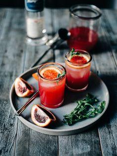 Blood Orange Sparkling Vodka 16 Classy Cocktails To Get You Through The Work Week Vodka Orange, Blood Orange Cocktail, Vodka Lime, Orange Juice, Lime Juice, Grapefruit Cocktail, Cocktail Photography, Food Photography, Cocktail Drinks