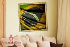 O Brasil são vários países dentro um. De um estado a outro, a cultura, cozinha e até o modo de falar são tão diferentes. Por isso, a bandeira tem muitos significados e também muita coisa em comum. Uma ótima ideia de decoração que representa o orgulho de uma nação alegre e festiva que sempre dá a volta por cima.