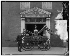 Is the fire engine purchased by George Washington in 1775 at Philadelphia