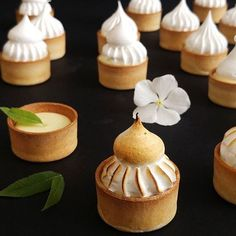 Lemon Tart  @lea_turgeman  #macaron #macarons #donuts #donughts #cupcakes #muffins #cake #cronuts #cheesecake #chocolat #food #instagram #paris #patisserie #bradmacaron #laduree #pierreherme #vanille #love #streetfood #leaturgeman