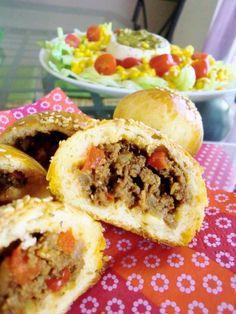 Buns pour tous - Serena D. Paninis, Kitchen Recipes, Cooking Recipes, Plats Ramadan, Pizza Buns, Sandwiches, Turkish Recipes, Food Humor, Food Menu