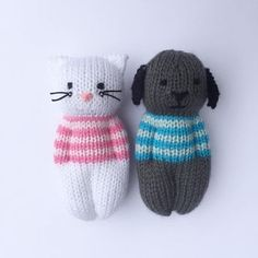 These mini dolls are re-sized and adapted from the Izzy Doll patterns available freely online for charity knitting. The pattern is free for personal use, not for sale or profit. Knitted Doll Patterns, Animal Knitting Patterns, Knitted Dolls, Stuffed Animal Patterns, Crochet Toys, Crochet Patterns, Loom Knitting, Free Knitting, Baby Knitting
