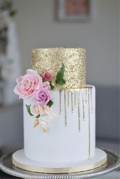 Latest Wedding Cakes Trends too Adorable to Miss! 6 Latest Wedding Cakes Trends too Adorable to Miss! 6 Latest Wedding Cakes Trends too Adorable to Miss! Pretty Cakes, Beautiful Cakes, Irish Cake, Glitter Cake, Gold Glitter, Gold Sequins, Gold Sparkle, Wedding Cake Designs, 2 Tier Wedding Cakes